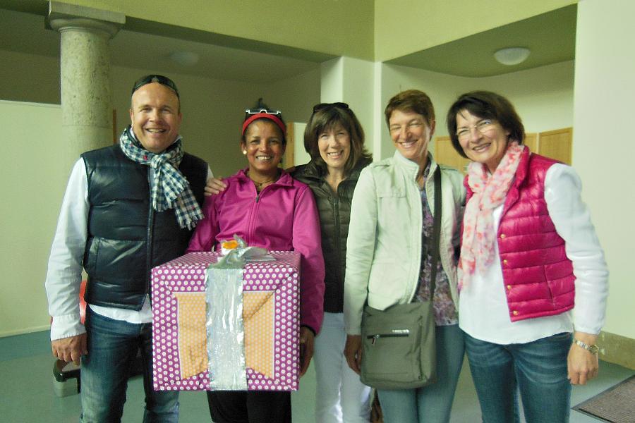 Yami und Freunde mit Riesen-Eröffnungsgeschenk